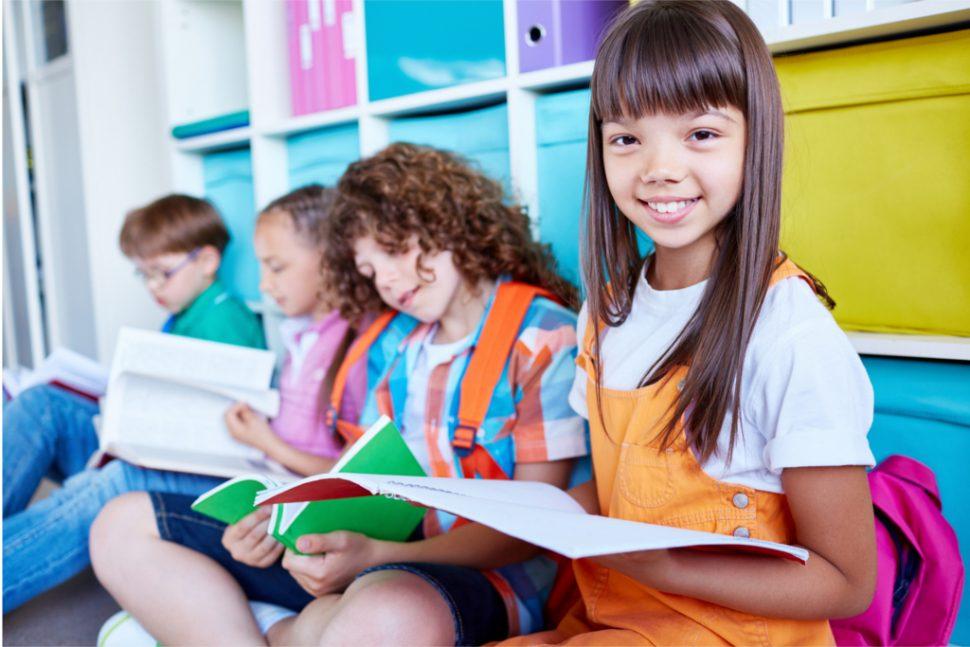 heterogenes Klassenzimmer Kinder lesen